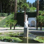 Статуя и фонтан